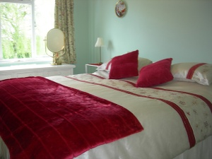 Walpole Farm House is a charmingly converted single story building with its own spacious private garden offering full self catering facilities in both the Cottage and Studio in the heart of the Essex and Hertfordshire countryside